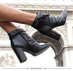 Bota de cano curto com amarrações. #moda #calçados #sapato #bota #inverno #tendência #look #outfit #frio #vicenza #shoponline #ecommerce #lojaonline #lnl #looknowlook
