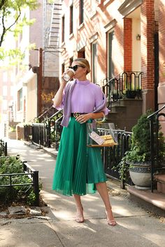 Blair Eadie in Gucci Faltenrock Green Top Outfit, Green Skirt Outfits, Lila Outfits, Purple Outfits, Street Look, Street Style, Looks Instagram, Modest Fashion, Fashion Outfits