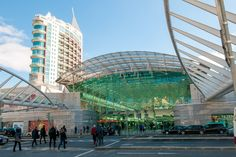 Centro Vasco da Gama, entrance from Calatrava's Oriente train station in Lisbon (the tower is not related to the shopping center) Lisbon Shopping, Shopping Malls, Lisbon Tours, Southern Europe, Paradise On Earth, Cultural Experience, Grand Entrance, Shopping Center, Capital City