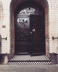 Kachette, front door on Old Street Shoreditch. #kachette #exposedbrickwork #arches #blackcanvas #venue #event #eventspace #oldstreet #hoxton #shoreditch #eastlondon #londonvenue #weddings #parties #productlaunch #christmasparty #corporateevents #exhibitions #fashionshow #conference #pressevent #awarddinner #eventprofs