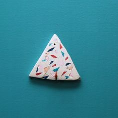 Get the hook up on terrazzo with these DIY jewelry hooks. Get the hook up on terrazzo with these DIY jewelry hooks. Diy Jewelry Hooks, Diy Jewelry Holder, Jewelry Accessories, Diy Jewellery, Polymer Clay Crafts, Polymer Clay Jewelry, Sculpey Clay, Metal Clay Jewelry, Handmade Polymer Clay