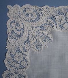 Antique-IRISH-YOUGHAL-Lovely-Needle-Lace-HANDKERCHIEF