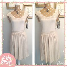 "American Eagle Cream with Gold Sparkle Dress American Eagle Outfitters Cream Colored Dress Gold Sparkle Threading  96% cotton, 4% other fibers  Cap Sleeves  41"" long  A little below the knew on someone who is 5'5 Size medium but fits like a large   NO TRADES  POSH Rules Only   Customized Bundle Discounts   Offers please use offer button below  American Eagle Outfitters Dresses Midi"