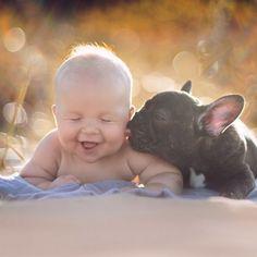 Ребенок и бульдог, родив…