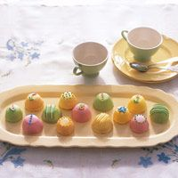 Almond Petits Fours: Colorful fondant glazes make these single-serving almond cakes a bright addition to any Easter table. Mini Cakes, Cupcake Cakes, Cake Recipes, Dessert Recipes, Mini Muffin Pan, Muffin Pans, Spring Cake, Almond Cakes, Mini Desserts