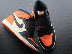 "Air Jordan 1 ""Shattered Backboard 555088-005; SIZE:EUR40-47.5; Check out from https://www.yeezymark.net/index.php/air-jordan/air-jordan-1-shattered-backboard-555088-005.html"