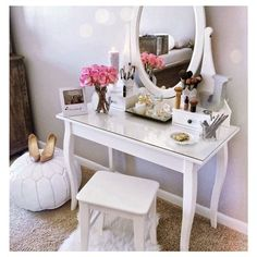 Girl Room Decor Ideas - How can I clean my room in 1 minute? Girl Room Decor Ideas - How do I clean my room perfectly? Vanity Room, Vanity Desk, Vanity Tables, Glass Vanity Table, Small Vanity Table, White Vanity Table, Bedroom Vanities, Mirrored Bedroom, My New Room