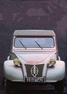 Citroën 2 CV - modèle 1951 par Peter Vann (1985) - Automobiles Classiques août / septembre 1990.