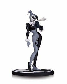 #Batman Black and White #HarleyQuinn Statue. alteregocomics.com