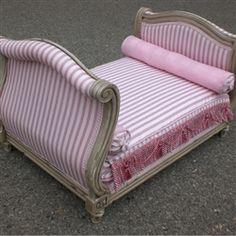Marie-Antoinette Dog Bed - Pink/Antic White Frame