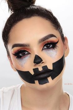 Makeup Idea 2018 Pumpkin Face Makeup Idea Looking for scary or cute Halloween makeup ideas? We have many suggestions for teens and for women, from creepy skeleton to pretty fairy makeup. Discovred by : My Beautiful Site Unique Halloween Makeup, Pretty Halloween, Scary Halloween, Halloween Scarecrow, Halloween 2018, Halloween Costumes, Gorgeous Makeup, Pretty Makeup, Pumpkin Face Paint