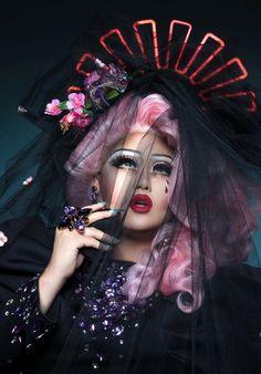 Sang-Young Shin aka Kim Chi - Drag queen, makeup artist and designer. Drag Queens, Drag Queen Makeup, Drag Makeup, Kim Chi Drag, Madonna, Rupaul Drag Queen, Celebrity Dads, Costume, Cultura Pop