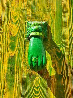 Aldaba de mano verde. Badalona