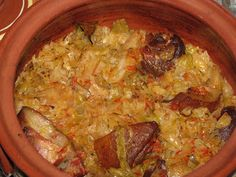 Varza murata cu ciolan afumat Romanian Food, Cookie Recipes, Cabbage, Rice, Meat, Chicken, Cooking, Foods, Travel