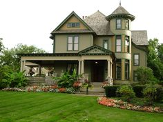 The most easily recognized of the American styles, Queen Anne homes were popular across the country from the 1870s to 1900. Featuring irregular floor plans, porches, multiple steep roofs, towers, contrasting materials, decorative windows and trim, this Victorian style captured the decorative exuberance of the era.