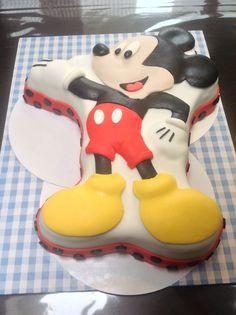 Mickye mouse fondant taart