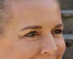 Worauf ich beim Schminken meiner reiferen. Haut besonders achte. Die Beauty Bloggerin Bibi Horst gewährt Einblicke in ihr Schmin Ritual und verrät Tricks und Tipps um jünger und frischer auszusehen. Anti Aging, Horst, Abs, Make Up, Style, Bold Lipstick, Dark Eyeshadow, Face Beauty, Hair And Beauty