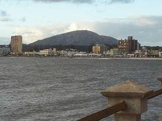 Rambla frente a la bahía