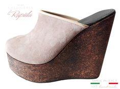 ► Zeppe donna Alte in Sughero Artigianali cork wedges    LA RAPIDA Wedge Mules, Heeled Mules, Cork Wedges, Ciabatta, Clogs, Heels, Fashion, Shoes Sandals, Spring