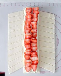 Strawberry – puff pastry – strudel - Top Of The World Easy Vanilla Cake Recipe, Homemade Vanilla, Easy Cake Recipes, Sweet Recipes, Dessert Recipes, Strawberry Puff Pastry, Dessert Oreo, Puff Pastry Recipes, Pampered Chef