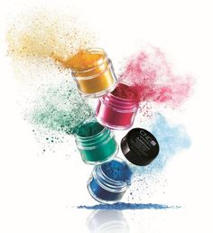 Our additives include pure pigments and sparkling effects for no-limits nail artistry. layer over CND Shellac™ for complete artistic freedom.