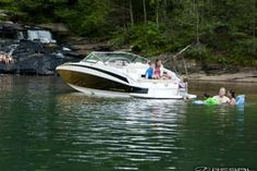 Regal's dreamy deckboat! Great performance, lots of room, excellent family day boat