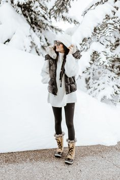 Snowboots snow boots outfit, snow outfits for women, winter snow outfit Snow Outfits For Women, Winter Outfits For Teen Girls, Winter Outfits For Work, Casual Winter Outfits, Winter Fashion Outfits, Fashion Weeks, Look Fashion, Autumn Winter Fashion, Fashion Models
