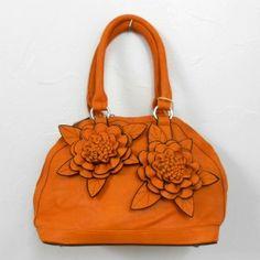 Sac bandoulière orange style cuir avec 2 grandes fleurs sur le devant