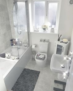 👋🏽 want to see more pins like this Or maybe the latest 𝒷𝑒𝒶𝓊𝓉𝓎 𝓉𝓇𝑒𝓃𝒹𝓈 💁, or tips to help you reach your 𝒻𝒾𝓉𝓃𝑒𝓈𝓈 𝑔𝑜 is part of Bathroom decor - Modern Bathroom Design, Bathroom Interior Design, Bathroom Inspiration, Home Decor Inspiration, Fitness Inspiration, Bathroom Organisation, Small Bathroom, Beauty Trends, Fitness Goals