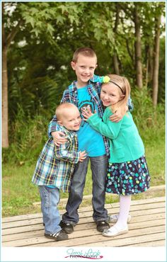 family of five photo shoot, fall family photos, Fresh Look Photography, Oak Grove Park, on the water, outdoor photo shoot, fall photos, happy kids