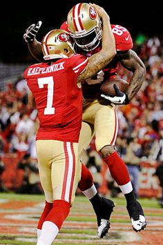 Colin Kaepernick celebrates with TE Vernon Davis after they connected on a  first-quarter TD. 52e475edf
