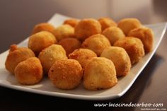 Croquetas de pollo y jamon (sin gluten) Gluten Free Sweets, Gluten Free Recipes, Tapas, My Favorite Food, Favorite Recipes, Good Food, Yummy Food, Salty Foods, Sem Lactose