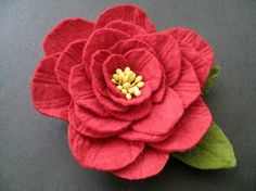 sweet felt flower from emikokellerdesigns etsy shop  Not there anymore--looks like lines  are sewn into petals?