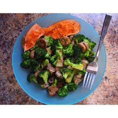 https://www.instagram.com/p/_SJNrhIKbO/ Finals week is finally here so I have to fuel both my body and mind! So getting those micros in is super important  Broccoli + chicken sausage + sweet potato = my favorite bro meal  #JRKFitness