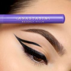 Liquid Liner • Dipbrow Pomade in Soft Brown on Brows