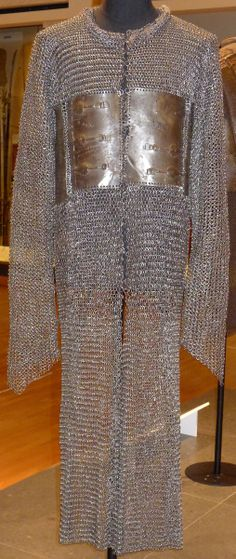 Indian zirah baktar / bagtar, 17th c. alternating riveted and solid links, mail shirts reinforced with steel or iron plates appear to have been developed first in Iran or Anatolia in the late 14th to early 15th c. Variations of mail-and-plate armor were worn throughout the Middle East by the Persians, Ottomans, and Mamluks. The style probably was introduced into India early in the Mughal period due to Ottoman influence on Mughal military practices. Royal Armouries, Leeds, England.
