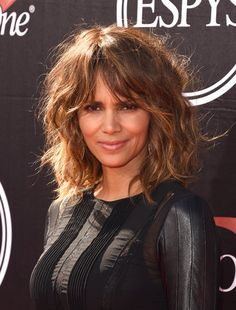 Ideas For Haircut Styles For Long Hair Layers Face Shapes Shoulder Length - Schulterlange Haare Ideen Haircuts For Long Hair, Layered Haircuts, Hairstyles With Bangs, Cool Hairstyles, Halle Berry Hairstyles, Medium Shag Haircuts, Curly Lob Haircut, Pixie Haircuts, Hairstyle Ideas