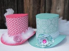 The fun in a tea party is on the chosen theme. Learn here some ideas on Alice in Wonderland theme with design of Mad Hatter tea party invitations. Mad Hatter Party, Mad Hatter Tea, Mad Hatters, Tea Party Hats, Tea Parties, Alice In Wonderland Tea Party, Crazy Hats, Paper Crafts, Diy Crafts