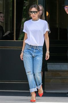 The best celebrity style this week Best dressed - Victoria Beckham in Paris Fashion Mode, Denim Fashion, Look Fashion, Fashion Photo, Fashion Outfits, Womens Fashion, Fashion Trends, Mode Victoria Beckham, Victoria Beckham Outfits
