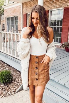 The latest fall outfits for 2019 including adorable flannels with boots, outfits with scarves, leopard print, chunky sweaters, and the cutest fall dresses and skirts. Source by ChaylorAndMads skirt outfits Trendy Fall Outfits, Fall Fashion Outfits, Cute Casual Outfits, Mode Outfits, Fall Winter Outfits, Girl Fashion, Autumn Fashion, Winter Outfits With Skirts, Fall Work Outfits