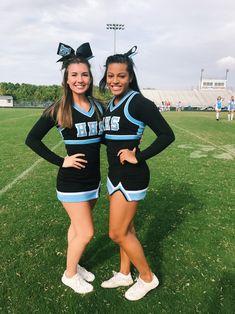 Senior Cheerleader, High School Cheerleading, Cute Cheerleaders, Cheerleading Pictures, Cheerleading Uniforms, Cheerleading Outfits, Cheer Uniforms, Cheerleading Flyer, Cheer Games