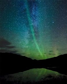 The Northern Lights. Whenever I saw them, I thought I also heard music. Heavenly music, in the cool crisp night air.                                                                                                                                                     Más