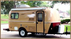 Padilly's Travels is a travel and DIY website. Articles include her popular makeover series on her New Casita Travel Trailer. Casita Camper, Casita Trailer, Scamp Trailer, Camper Caravan, Trailer Decor, Small Travel Trailers, Tiny Trailers, Vintage Travel Trailers, Camper Trailers