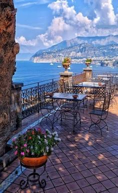 🌟Tante S!fr@ loves this📌🌟Sorrento, Italy Places Around The World, The Places Youll Go, Places To Go, Around The Worlds, Beautiful Places To Travel, Wonderful Places, Beautiful World, Romantic Travel, Siena Toscana