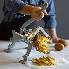 Cool Kitchen Gadgets, Kitchen Items, Kitchen Utensils, Cool Kitchens, Kitchen Tools, Cooking Gadgets, Cooking Tools, Oven Baked Fries, French Fry Cutter