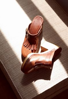madewell classic leather clog.