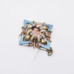 Tutoriel DIY étape 10 boucles d'oreilles printemps avec perles en verre Ava beads, crescent beads, toho beads et cristaux Swarovski