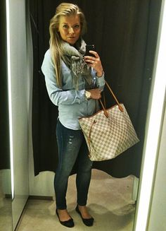 Scarf denim shirt and skinnies Louis Vuitton Damier Bag, White Louis Vuitton, Casual Outfits, Cute Outfits, Fashion Outfits, Work Outfits, Women's Summer Fashion, Runway Fashion, Womens Fashion