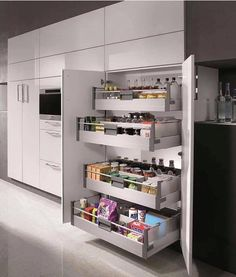 Uma dispensa embutida!! Amei!! Inspiração✔️ #dispensa #armario #marcenaria #cozinha #kitchen #sugestão #dica #arquiteturadeinteriores…