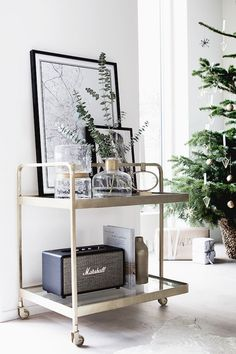 Amazing Scandinavian Living Room Ideas For Sweet Home Design 17014 Bar Cart Decor, Bar Cart Styling, Decor Room, Living Room Decor, Home Interior Design, Interior Decorating, Decorating Ideas, Decorating Websites, Holiday Decorating